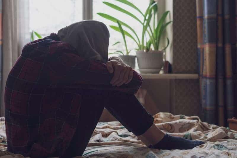Ein junger Mann hat Depressionen
