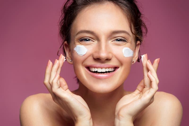 Das Gesicht ist ein Anwendungsbereich von CBD-Kosmetik