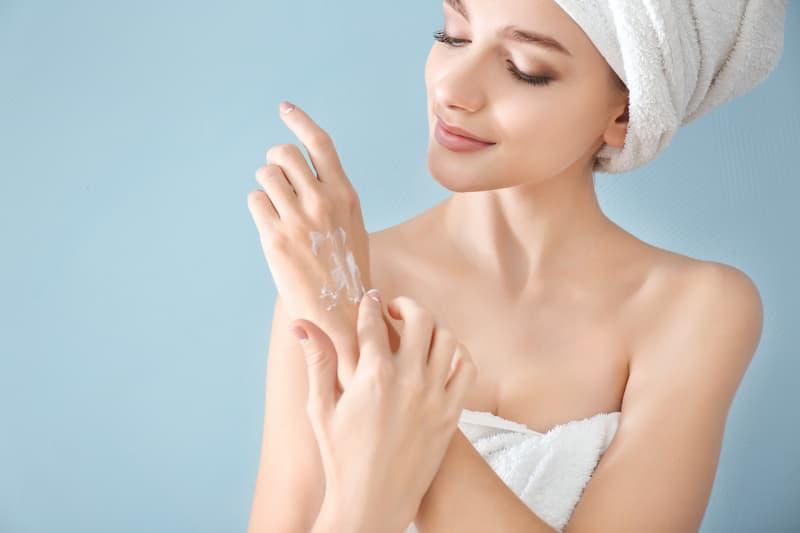 Hände sind vielen Belastungen ausgesetzt - CBD-Handcreme kann da helfen!